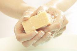 Оттираем мылом