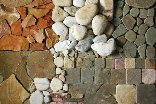Клеим камни
