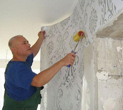 Можно ли клеить обои на стены с краской