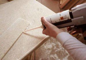 Склеивание столешницы из искусственного камня