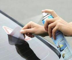 Удаление клея от наклейки аэрозолью
