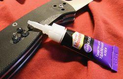 Клей и нож