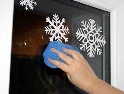 Приклеивание снежинок