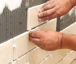 Инструкция как приклеить керамическую плитку на стену